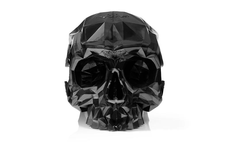 scaun in forma craniului