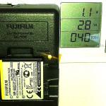 Cat consuma un incarcator cand incarca bateria unei camere foto compacte?