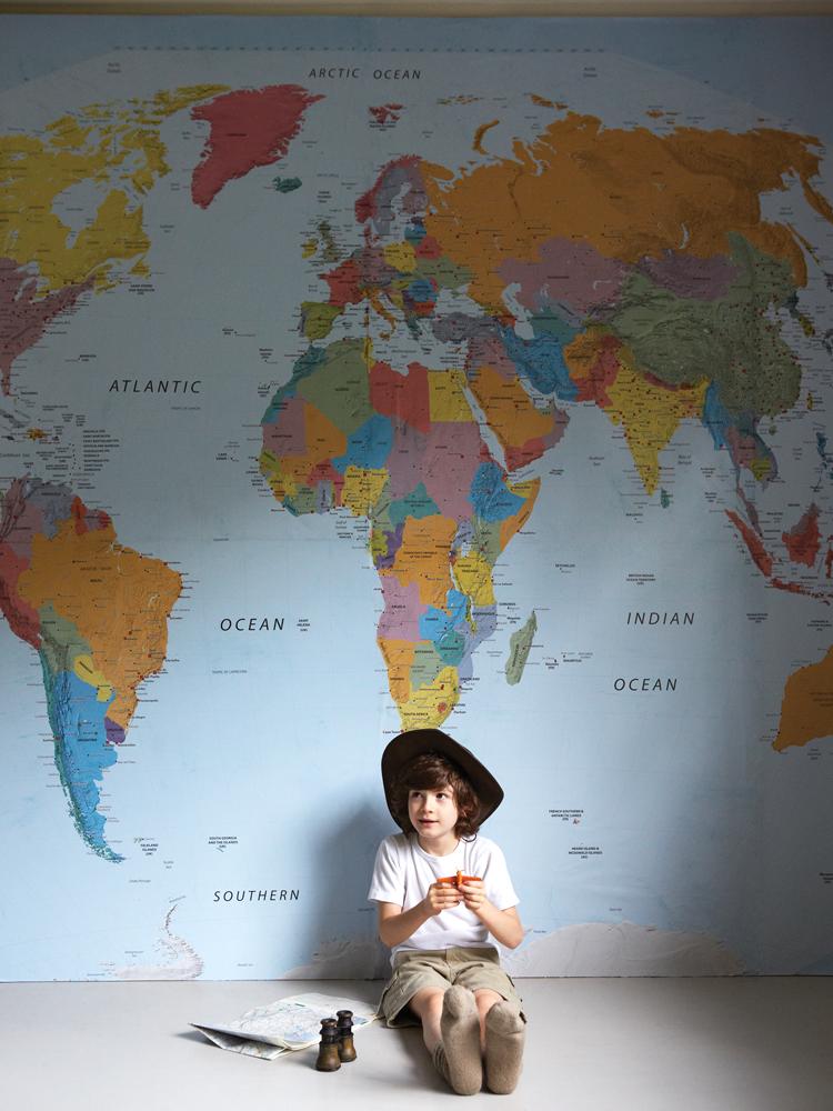 Decorarea peretilor cu harta lumii