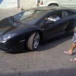 """În Dubai se poartă """"papuci"""" şi Lamborghini Aventador"""