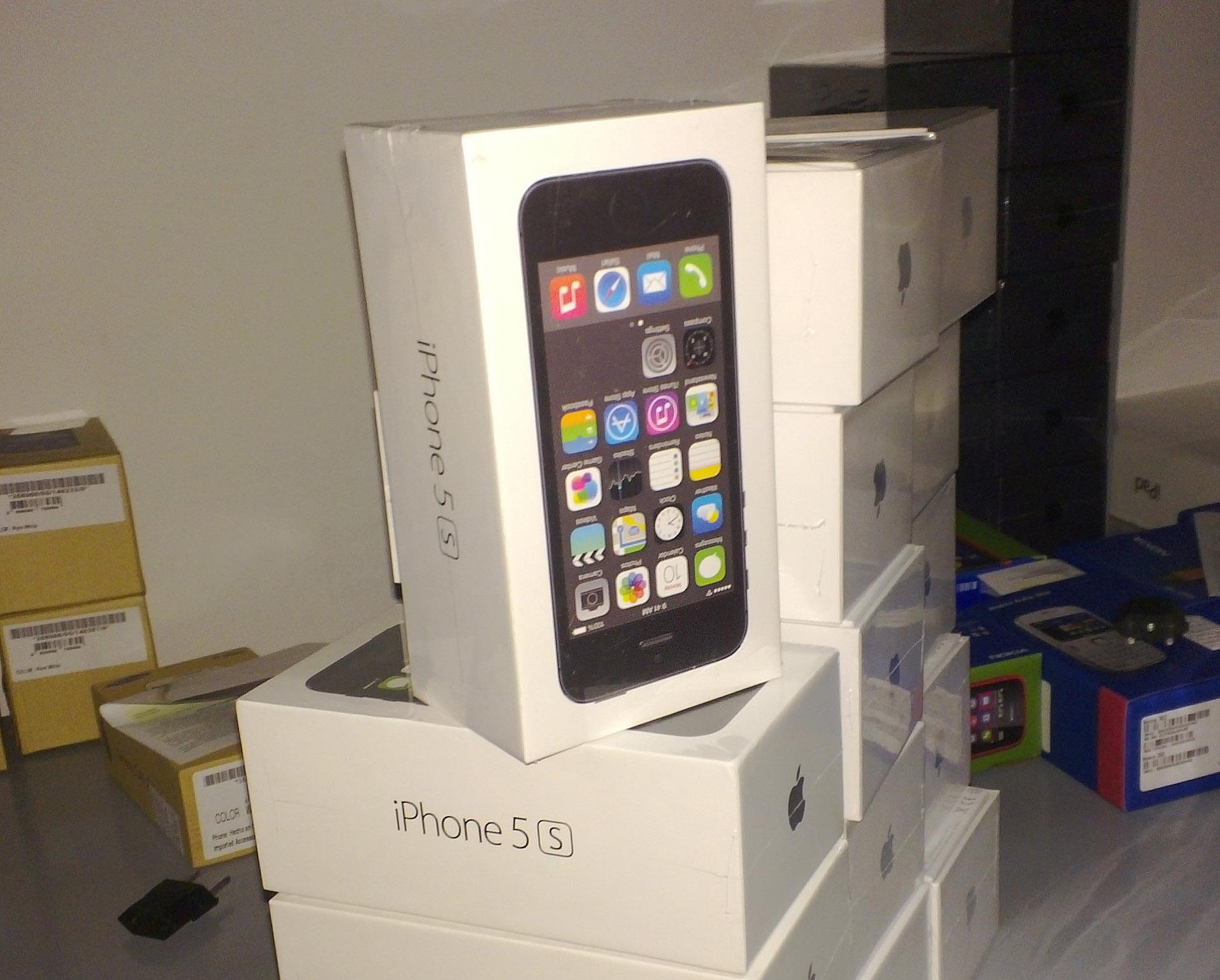 În curând iPhone 5s va fi disponibil şi în România