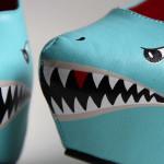 Pantofi cu toc vopsiţi cu bot de rechin!