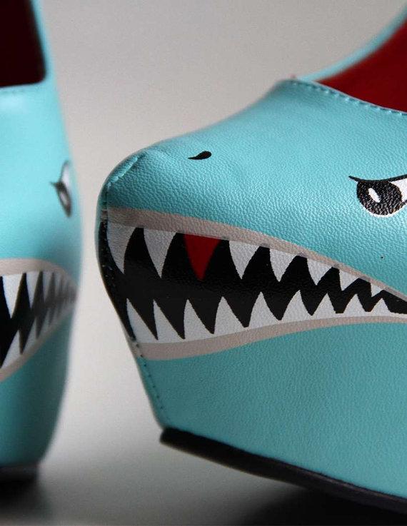 Pantofi cu toc rechin