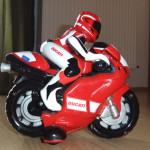 Motocicletă DUCATI cu telecomandă pentru copii cu vârsta 2,5 – 4 ani