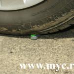 Test extrem: cu mașina peste un stick USB!