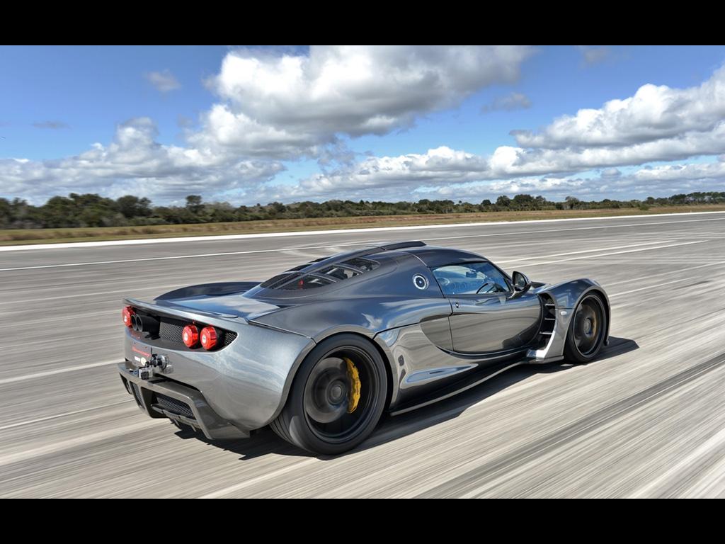 Cea mai rapidă mașină din lume a atins 435 km/h!