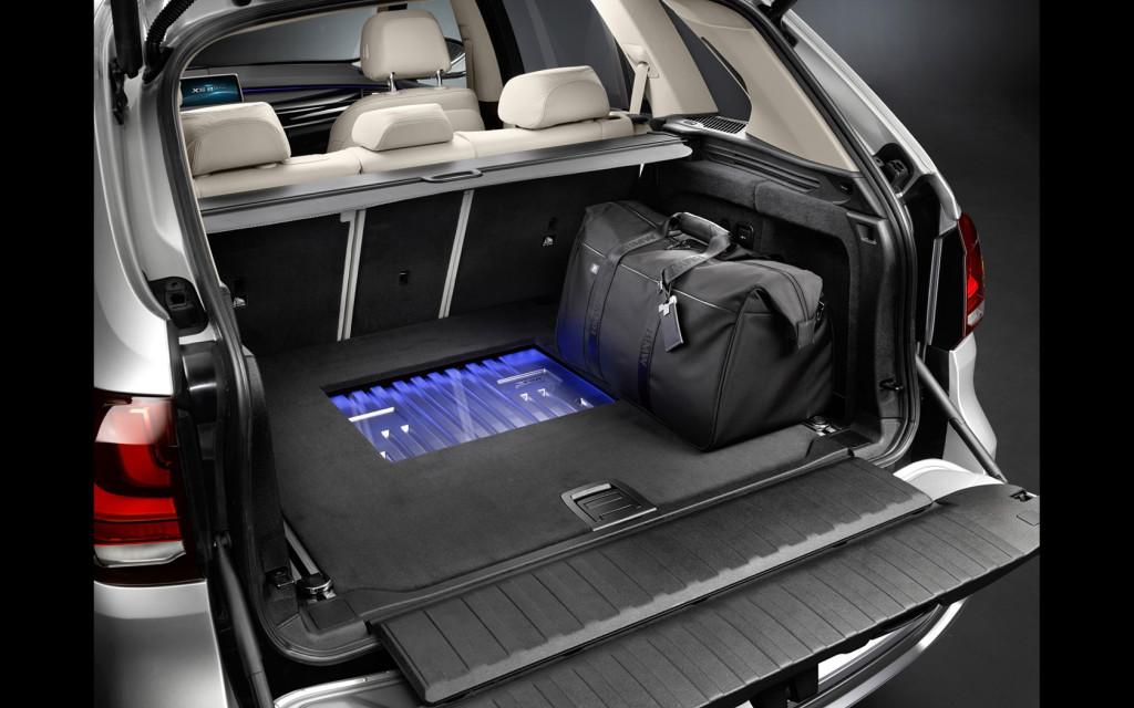 2014-BMW-Concept-X5-eDrive-Interior-6-1680x1050