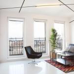 Apartament cu o cameră, design minimalist și spații secrete