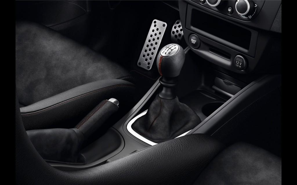 2014-Renault-Megane-RS-275-Trophy-R-Interior-5-1680x1050