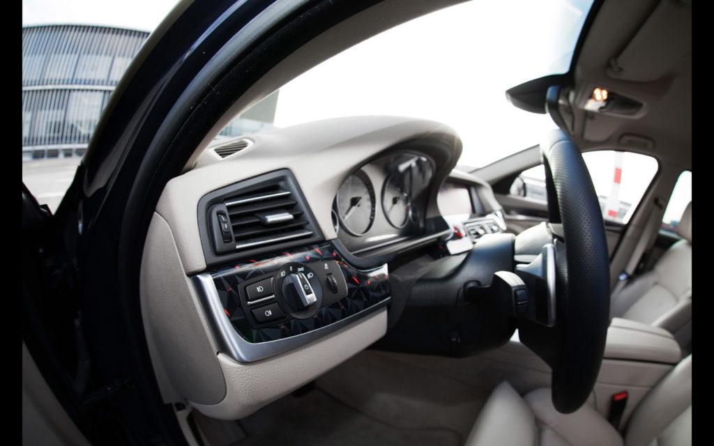 2014-fostla-de-BMW-550i-Interior-2-1680x1050