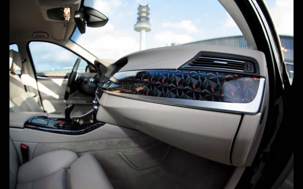 2014-fostla-de-BMW-550i-Interior-3-1680x1050