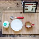 Alături de micul dejun – citind relaxat știrile de pe tabletă