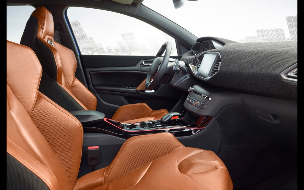 2015-Peugeot-308-R-HYbrid-Interior-1-1680x1050