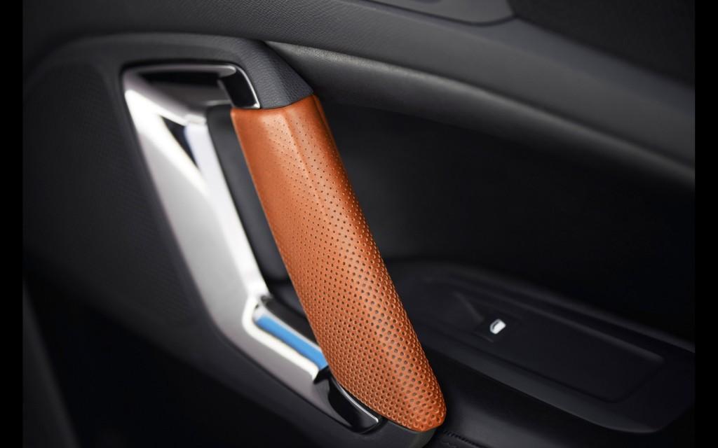2015-Peugeot-308-R-HYbrid-Interior-3-1680x1050