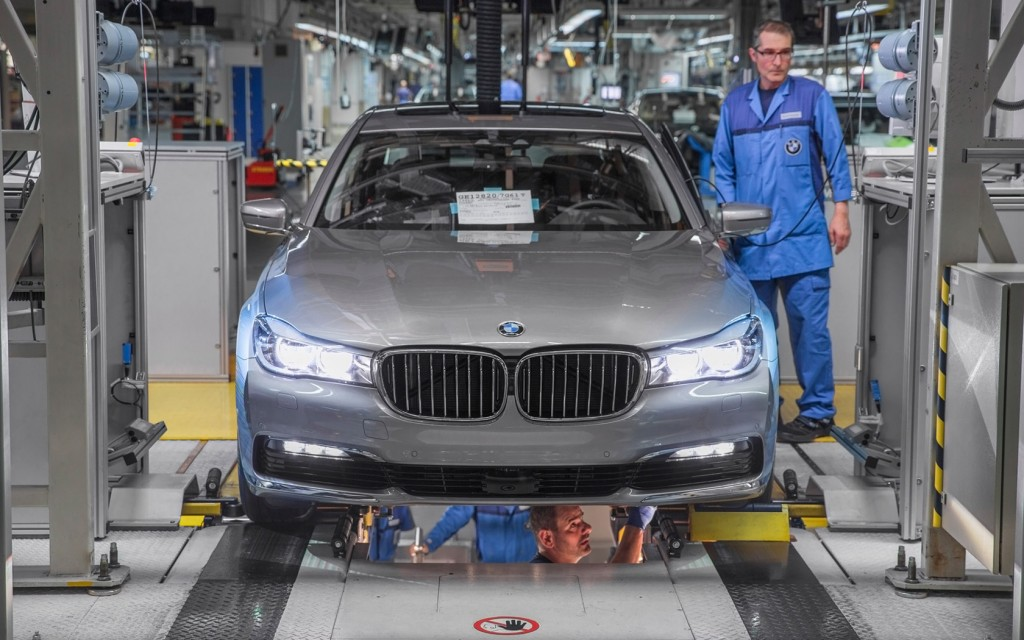 2016-BMW-7-Series-Production-10-1680x1050