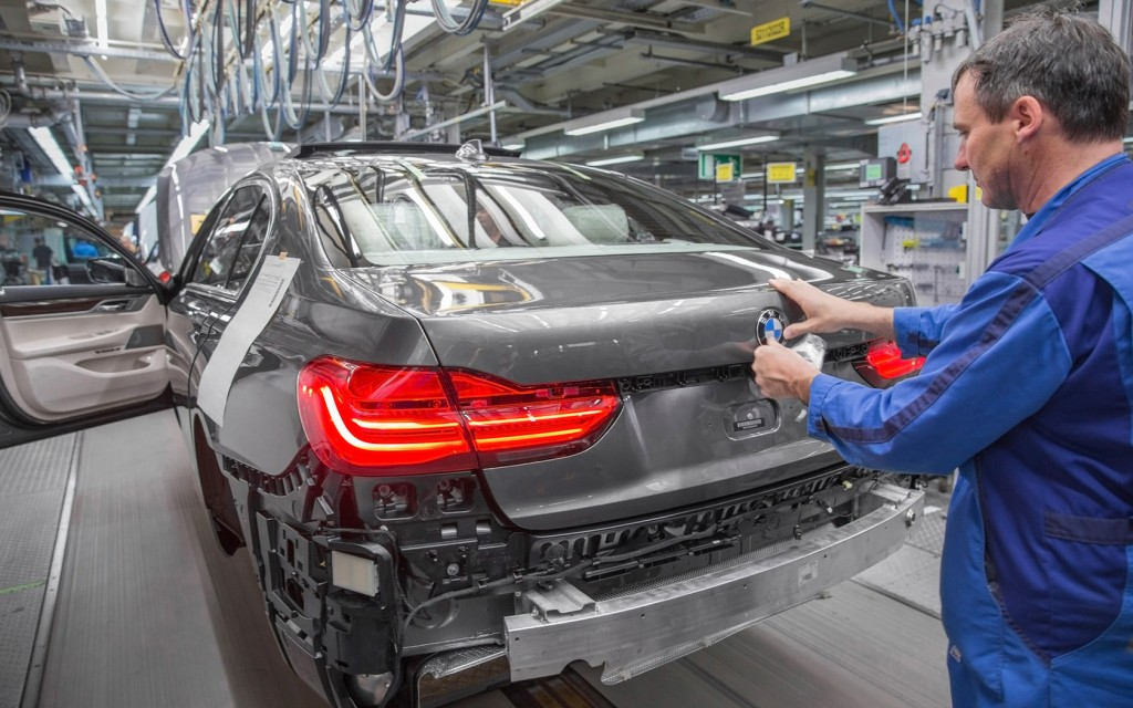 2016-BMW-7-Series-Production-13-1680x1050