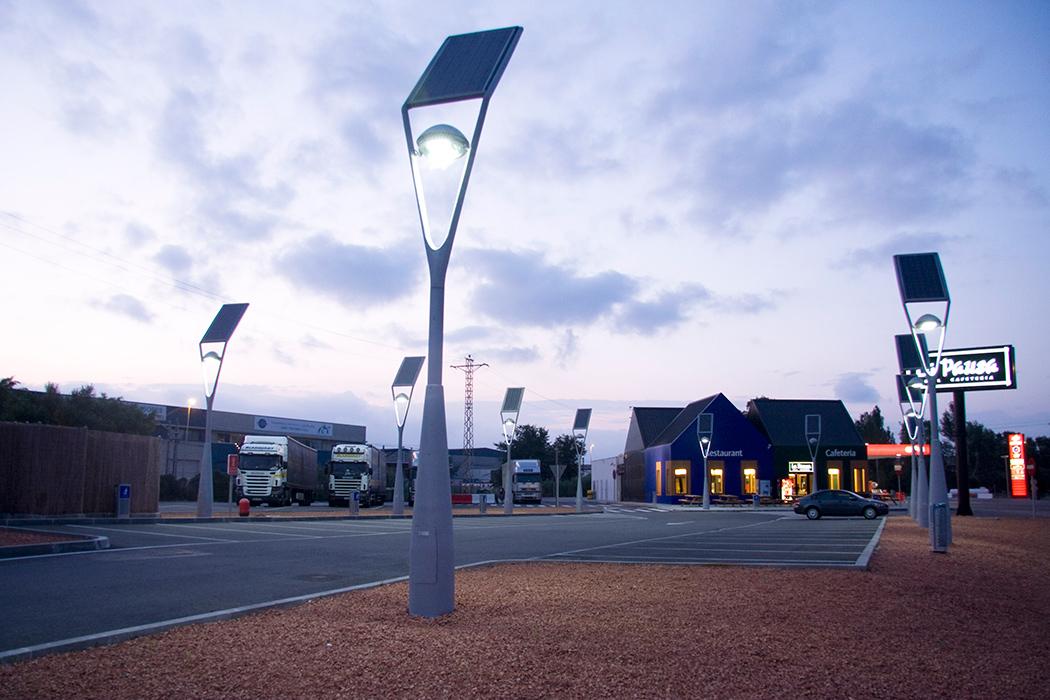 Corpul de iluminat stradal care nu depinde de o rețea electrică!