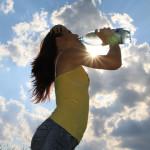 Consumul de apă e recomandat pentru sănătatea generală a organismului