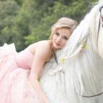 În Danemarca o femeie s-a măritat cu propriul ei cal!