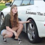 Ghid pentru femeile care sunt nevoite să-și schimbe singure roata de la mașină!