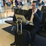 Stativ pentru laptop adaptabil la geamantan