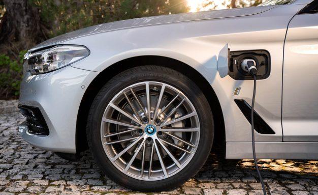 BMW ține piept concurenței celor de la Tesla