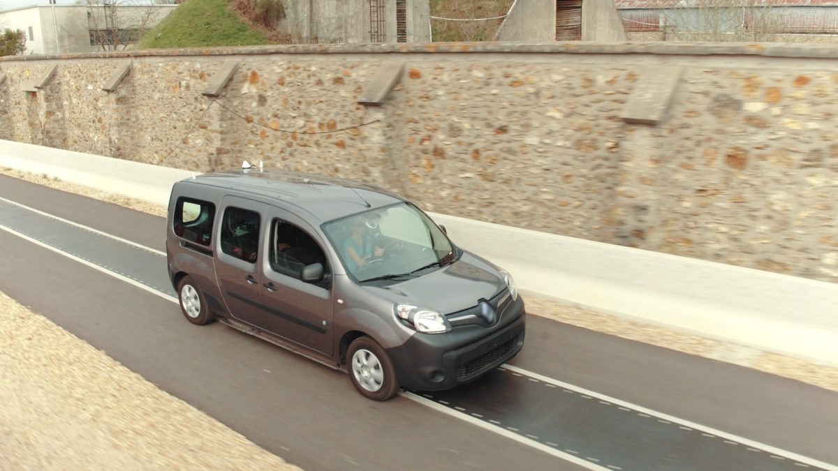 Renault încarcă mașinile electrice fără fir!