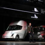 Tesla a lansat mega-camionul Semi cu autonomie de 800 km!