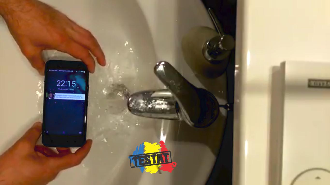 HTC U11 Life rezistă sub apă?