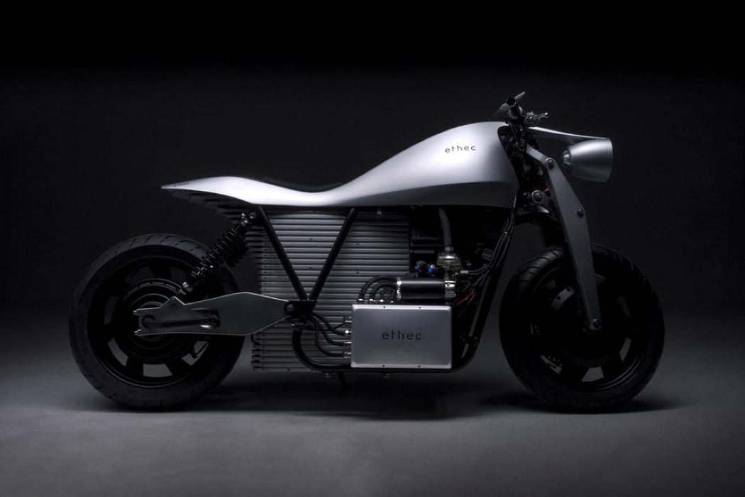 Ethec – motocicleta electrică de care te vei îndrăgosti!