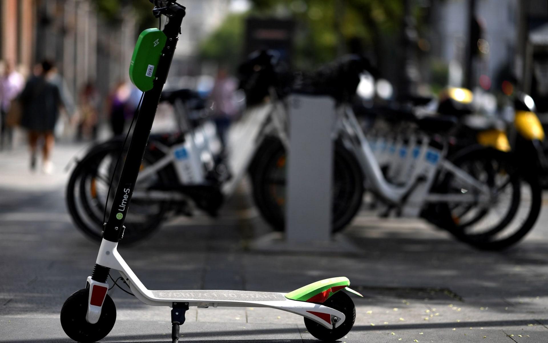 Madridul a interzis de urgență utilizarea scuterelor electrice