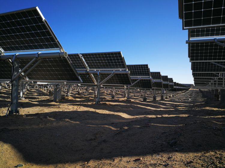 LONGi depășește 450 W pe partea frontală a modulului solar cu 72 de celule