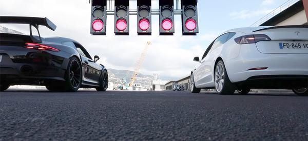 Cine câștigă? Tesla Model 3  59.500$ vs.  Porsche 911 GT2 RS 294.250$