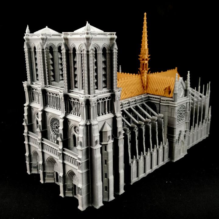 Catedrala Notre-Dame de Paris imprimată 3D