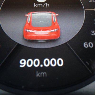 Primul Tesla Model S cu 900.000 km la bord
