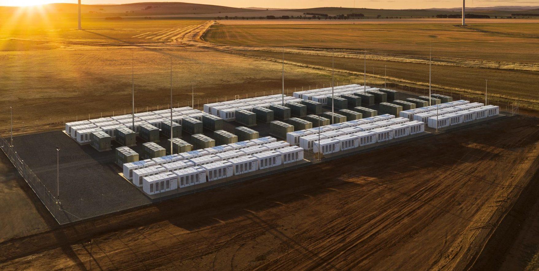 """Bateria Tesla de capacitate mare din sudul Australiei este """"o pierdere totală de resurse"""", susține Nissan"""