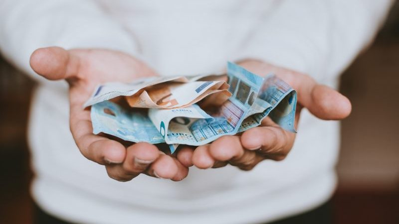 Salariul minim în Luxemburg depășește 2100 euro