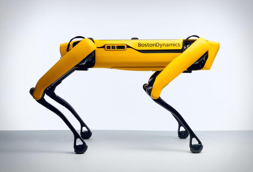 Câinele robot Spot de la Boston Dynamics se poate cumpăra, dar nu vă grăbiți!