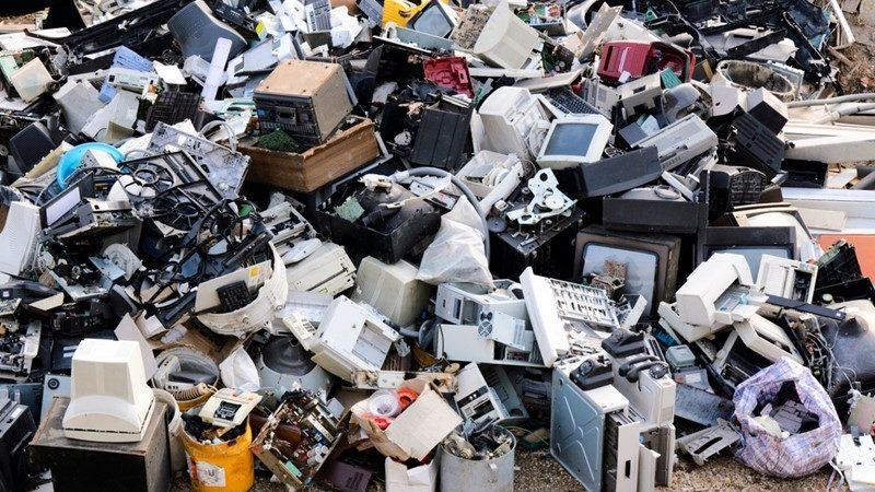 Lumea a aruncat la gunoi 54 milioane de tone de electronice anul trecut